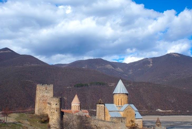 Gruzińska Droga Wojenna zamek Annanuri