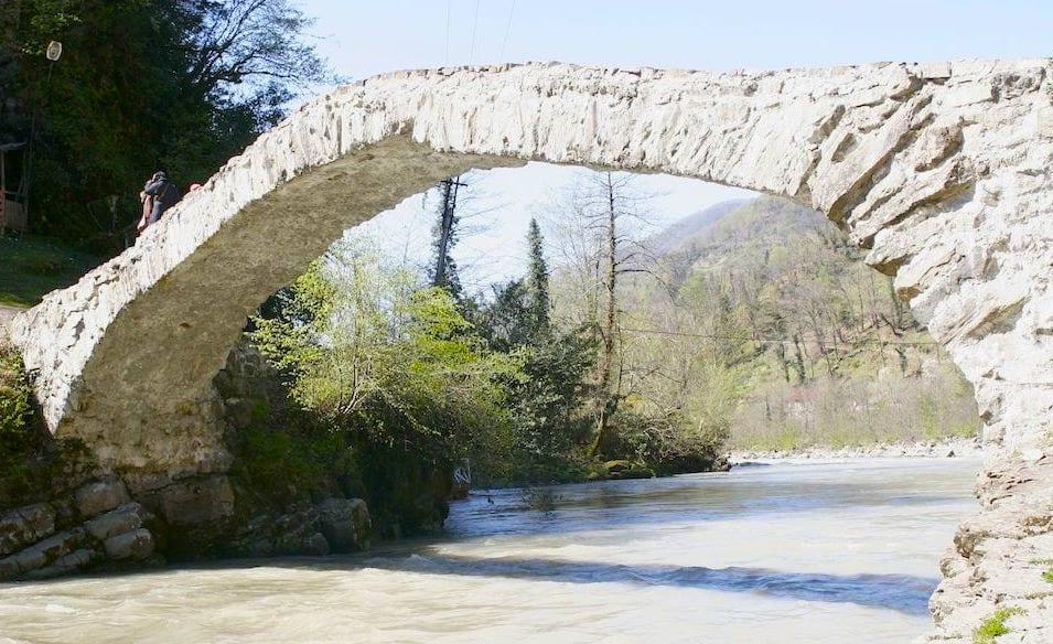 mosty królowej tamar atrakcje batumi