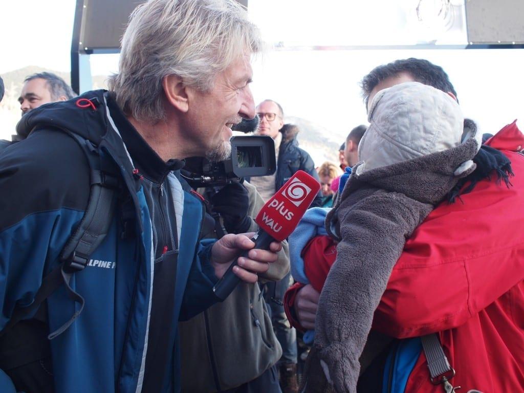 Chrucz zaczyna sam udzielać wywiadów międzynarodowym dziennikarzom.