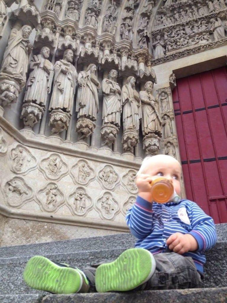 Odpoczynek przed katedrą w Amiens