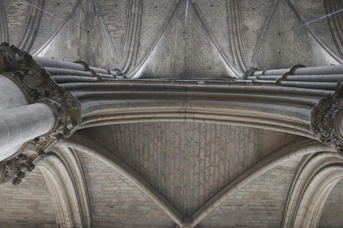 Wnętrze katedry – sklepienia