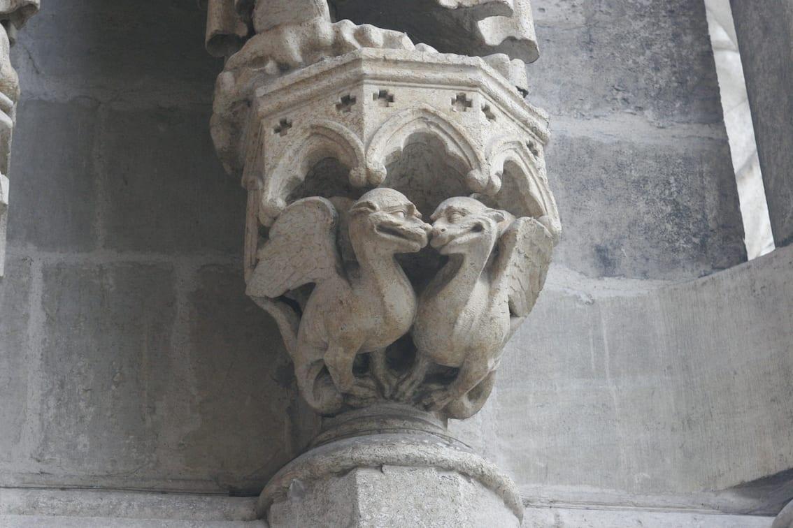 Czasem przedziwne, nieprzystające do kościoła stwory przypominają nam nasz koty