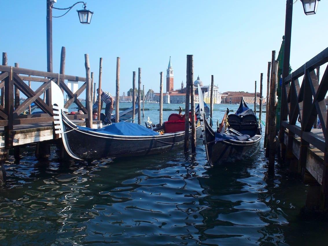 Parking dla gondoli przy Piazza di San Marco.