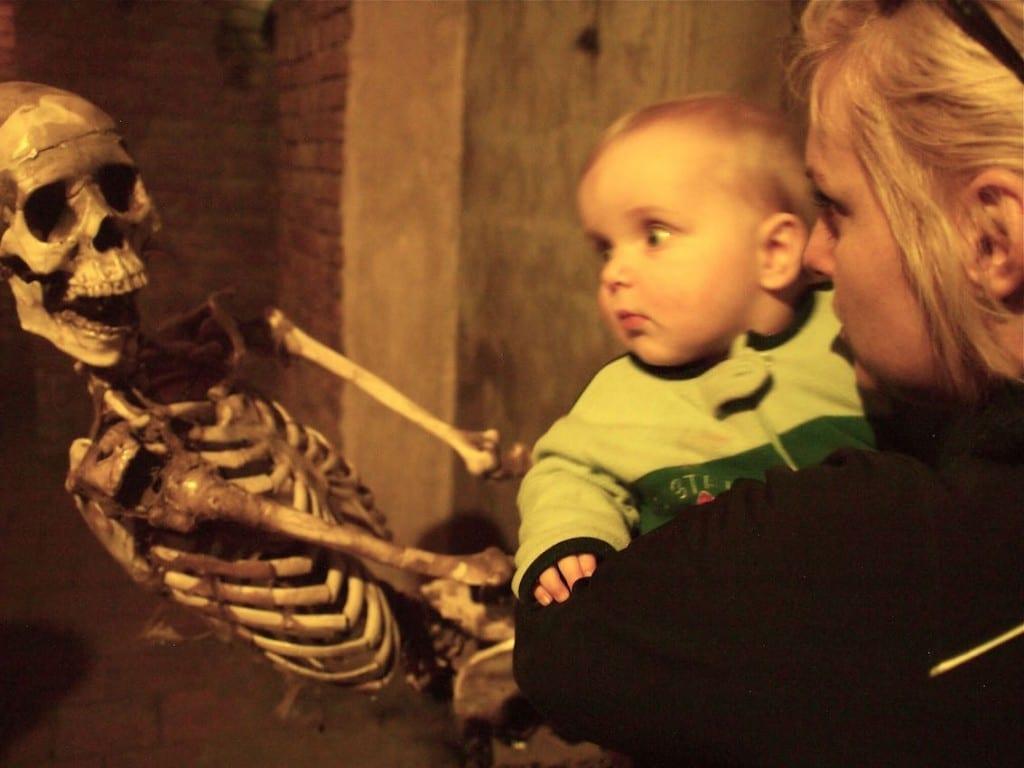 Atak szkieletora w Muzum Straszydeł