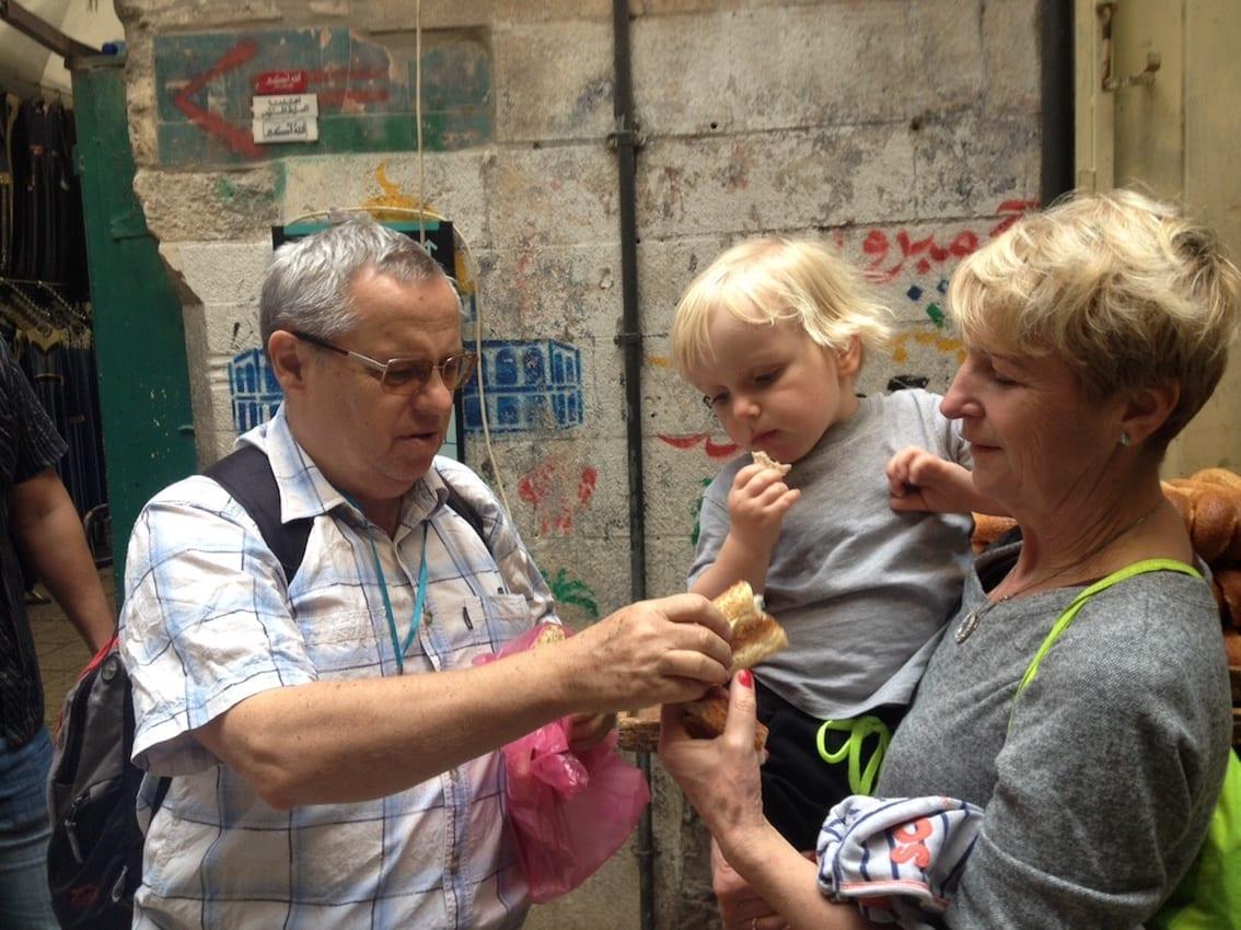 Dziadek kupił Chruczkowi jerozolimskiego bajgla.