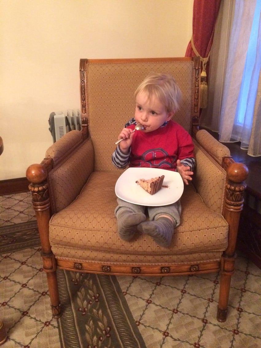 Chruczek uwielbia chocolate cake.