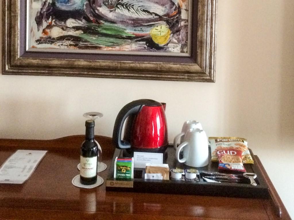 Tylko w hotelowym barku można znaleźć wino o pojemności jednego kieliszka. W mieście zamawia się po prostu litrową karafkę