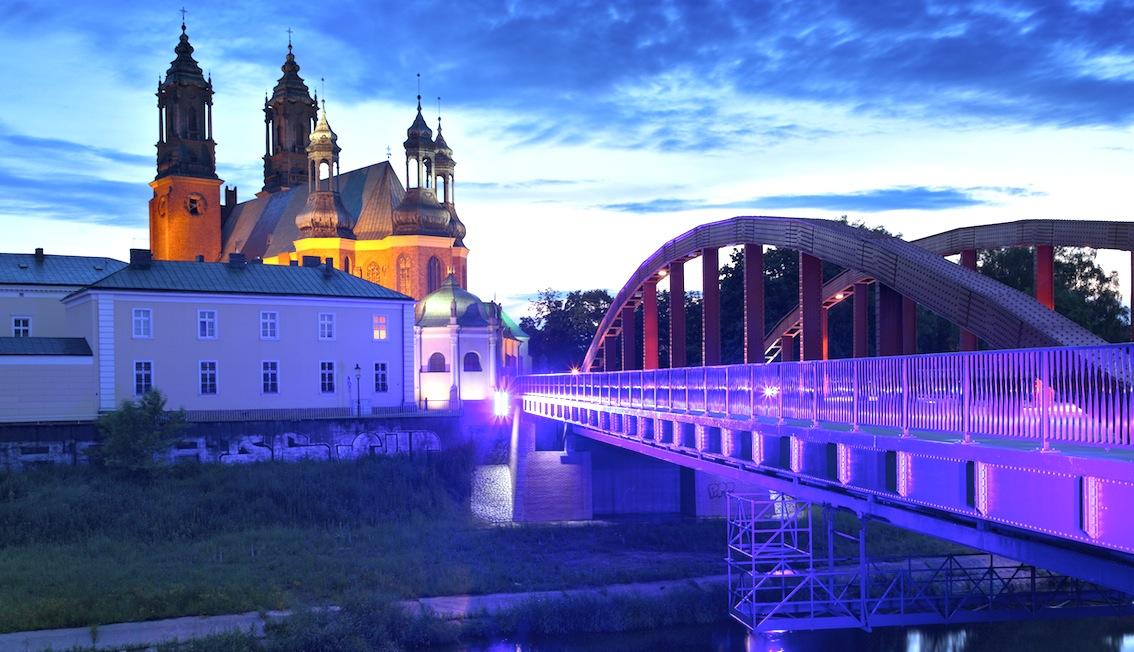 Katedra w Poznaniu najpiękniejsza jest wieczorem.