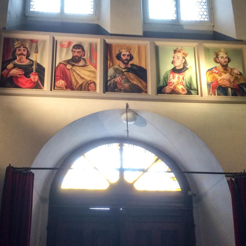 Poczet pięciu królów, którzy koronowali się w Gnieźnie.