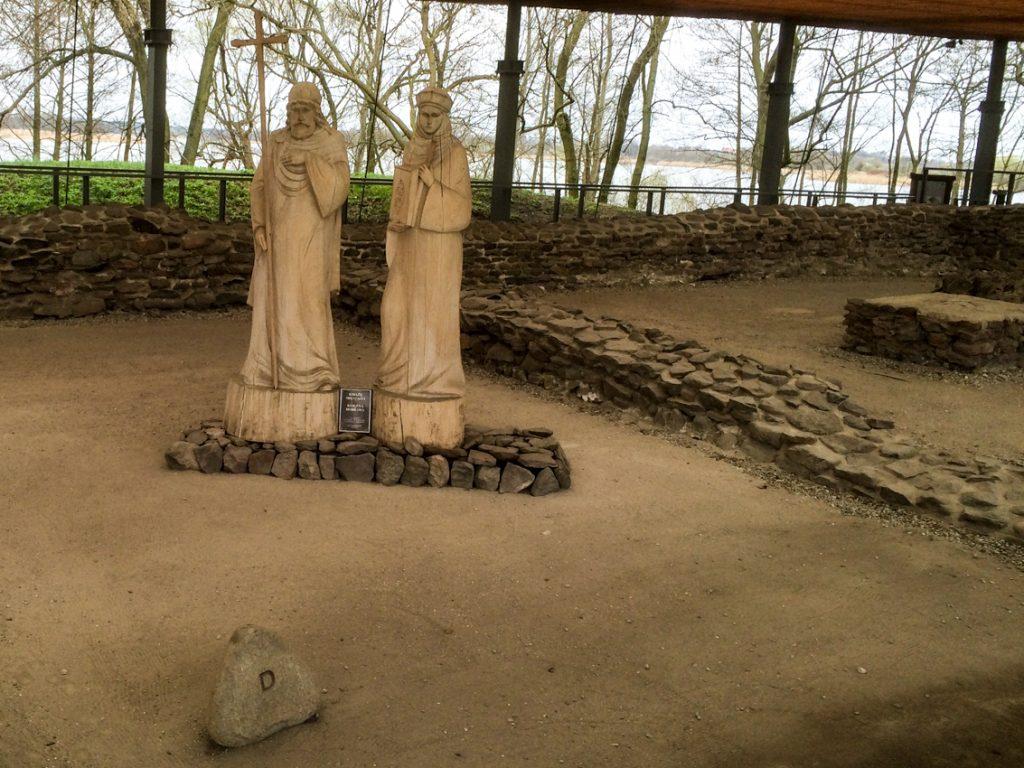 Czy Mieszko z Dobrawą zamieszkali tu na kilkanaście miesięcy przed chrztem Polski w 965 roku?