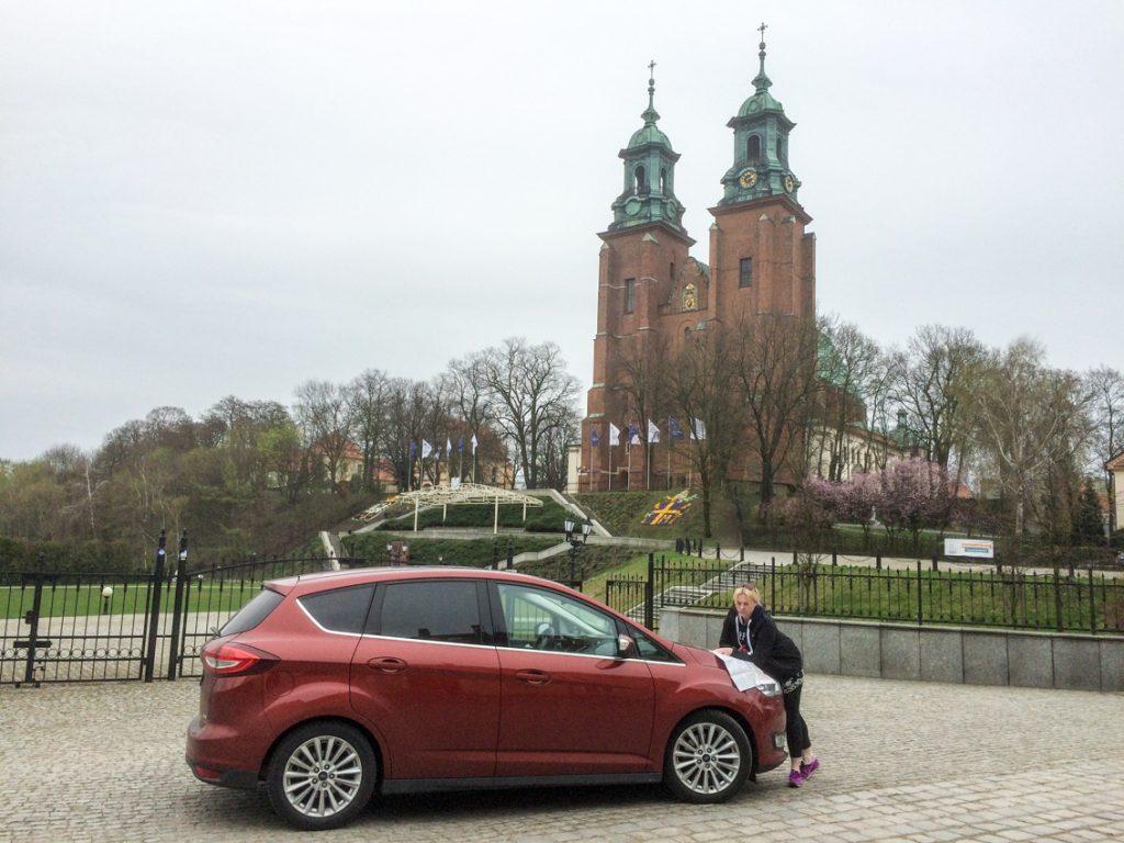 Czy to na Wzgórzu Lecha, gdzie dziś wznosi się katedra, orzeł piastowski uwił swoje gniazdo?