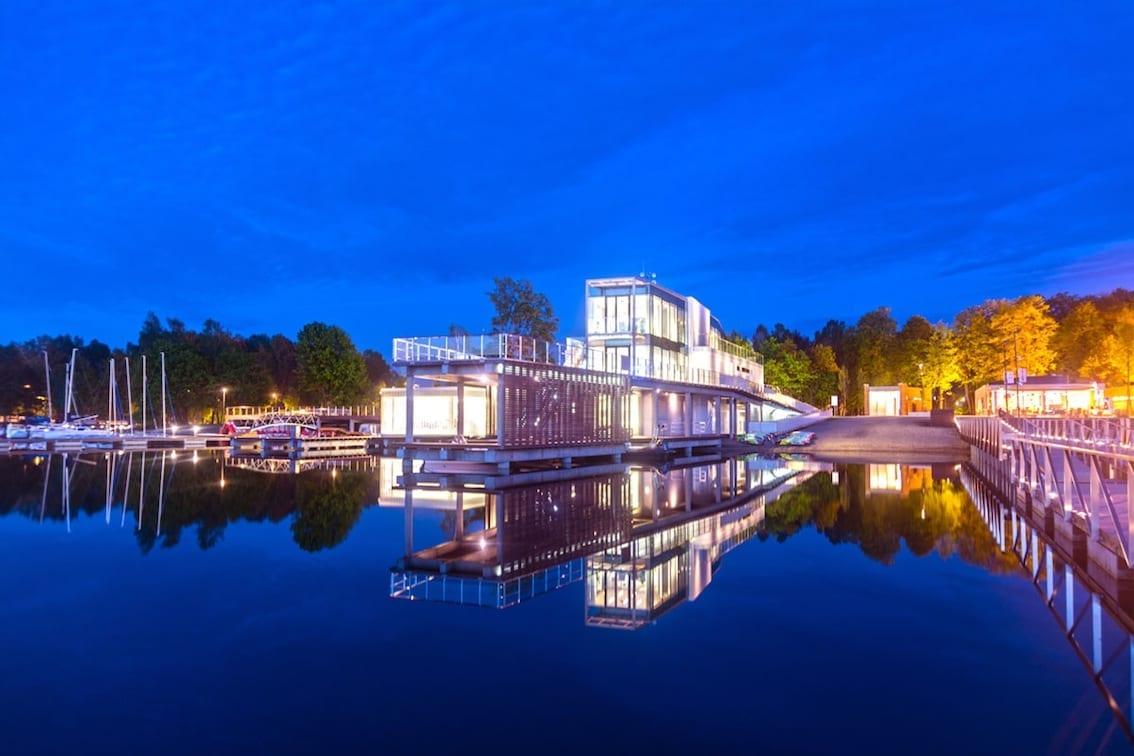 Nowoczesna marina na południu Francji? Nie to jezioro Ukiel w Olsztynie.