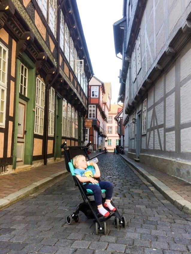 Chruczek na najpiękniejszej uliczce na starówce w Celle.