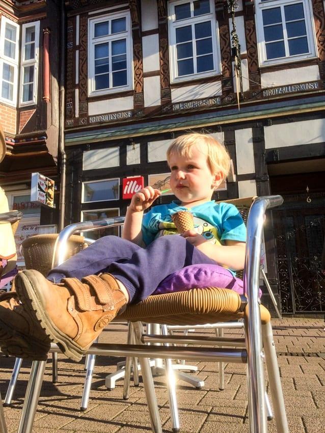 """czas na """"czarne ice cream"""" czyli lody czekoladowe w kawiarni w Celle."""