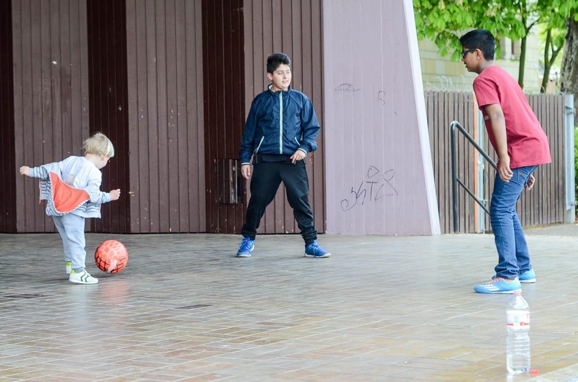 Chruczek bezbłędnie trafił na boisko i rozegrał mecz z dzieciakami z Hameln.