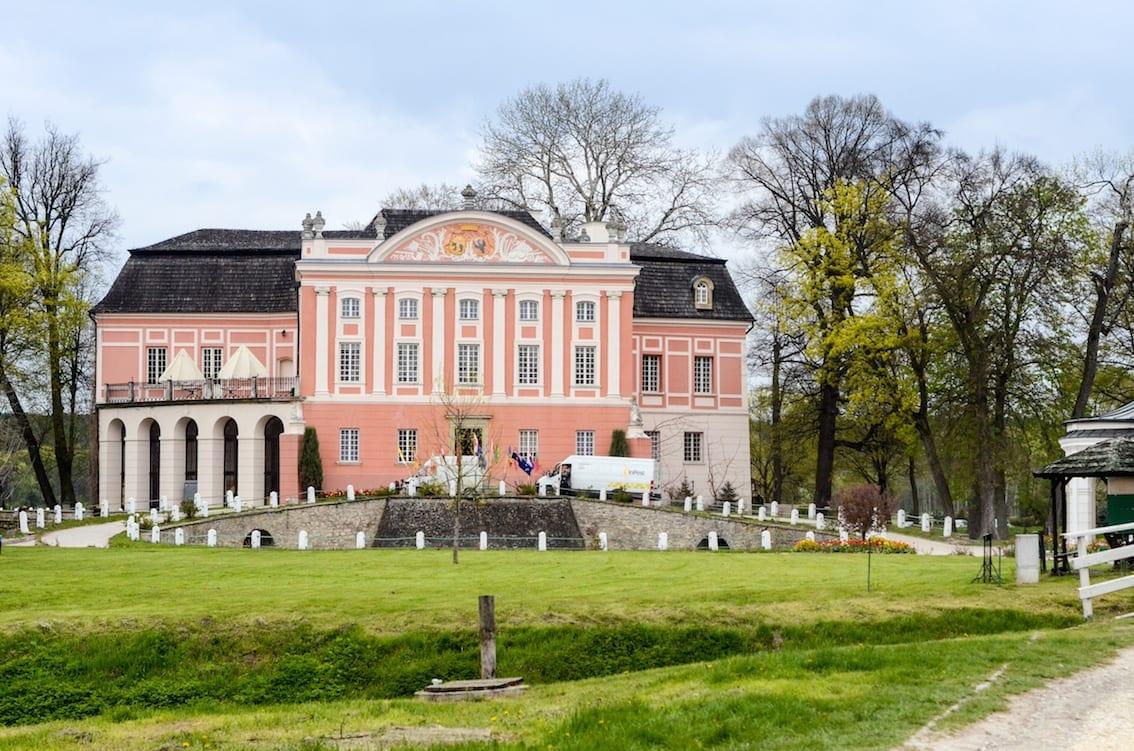 Pałac w Kurozwękach mieści dziś stylowy hotel.