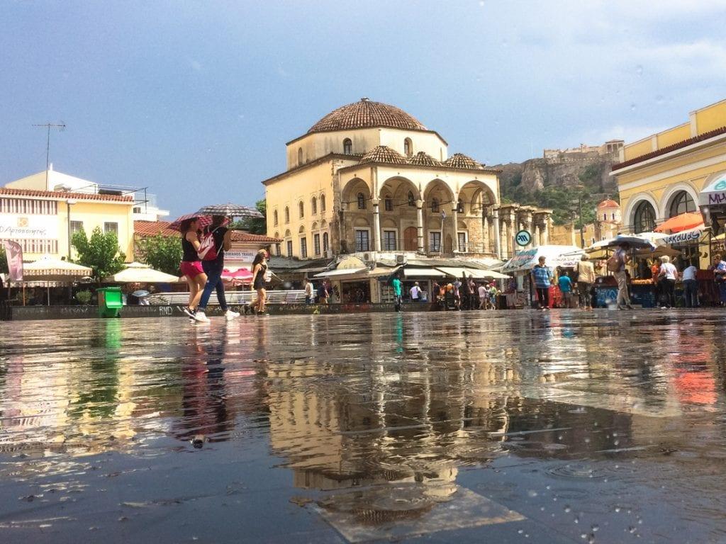Ateny w deszczu – podobno to rzadki widok. My oczywiście mamy to szczęście.