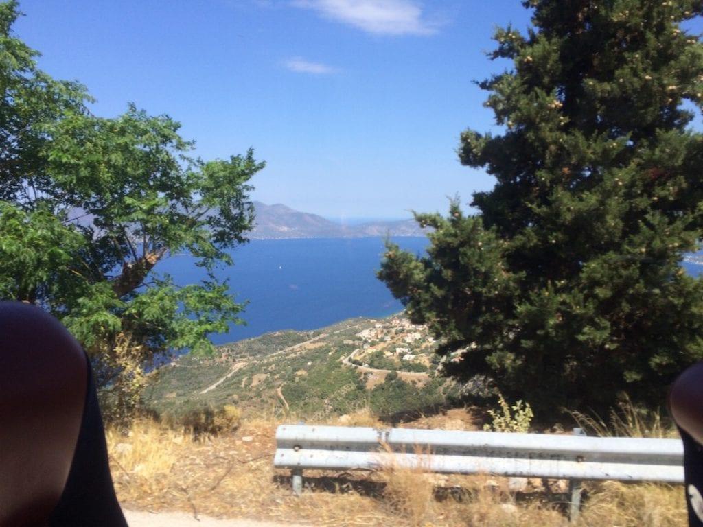 Górzysty Peloponez z okien autobusu