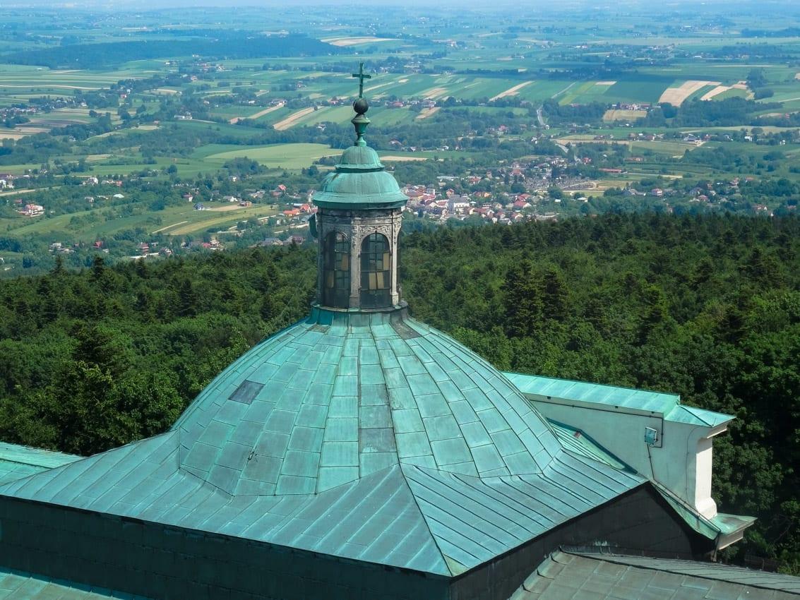 Widok z dopiero co odbudowanej wieży na Świętym Krzyżu.