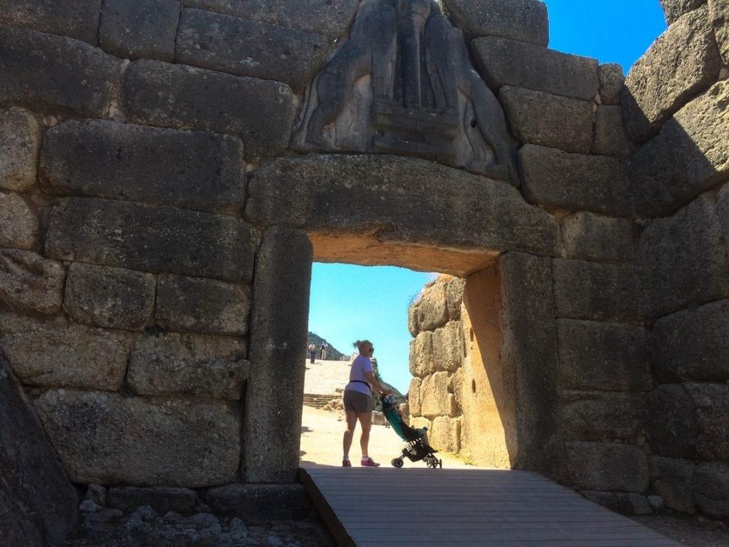 Brama wiodąca do starożytnego miasta.