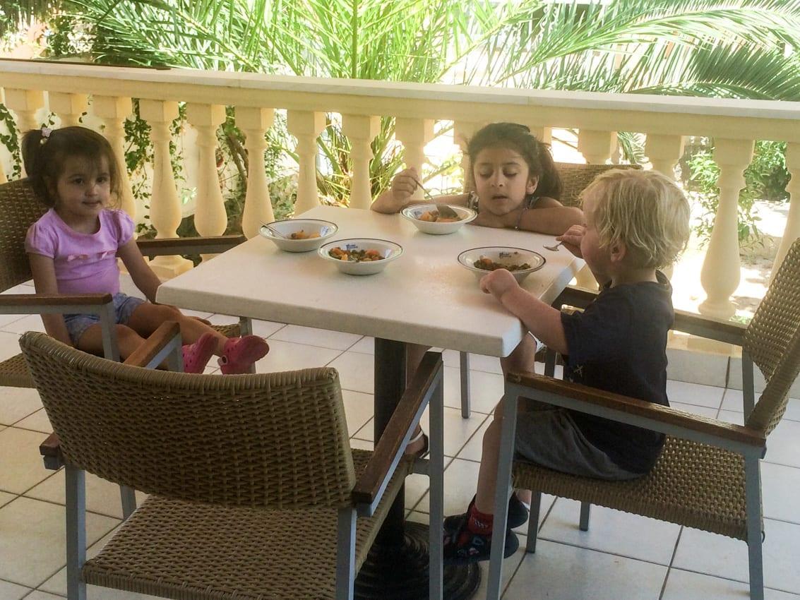 Rodzinny obiad w familijnym hoteliku.