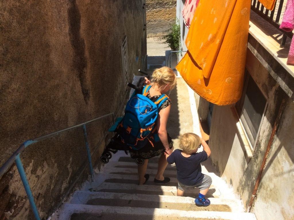 To jedna z uliczek w Poros. Dosyć stroma...