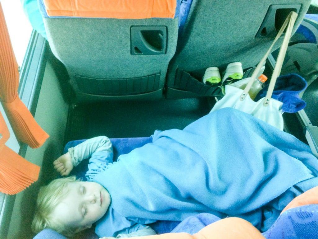 Chruczek śpi w drodze z Istmos do Nafplio