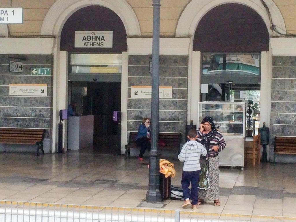 Na dworcu kolejowym w Atenach.