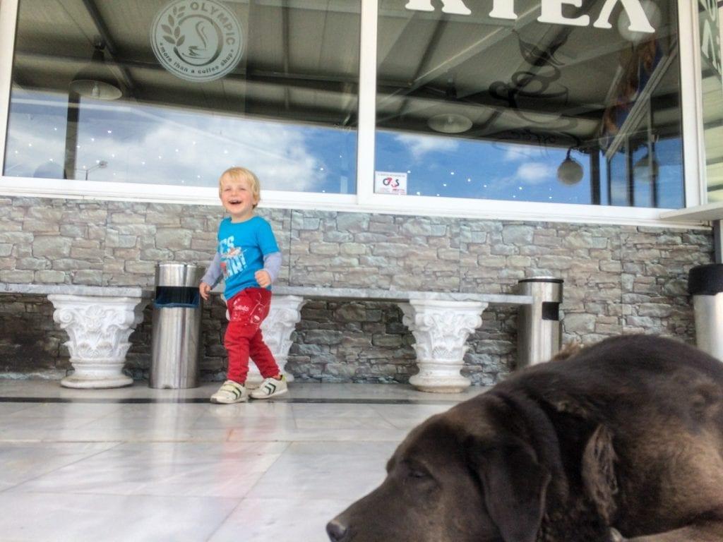 Czekamy na autobus w Istmos