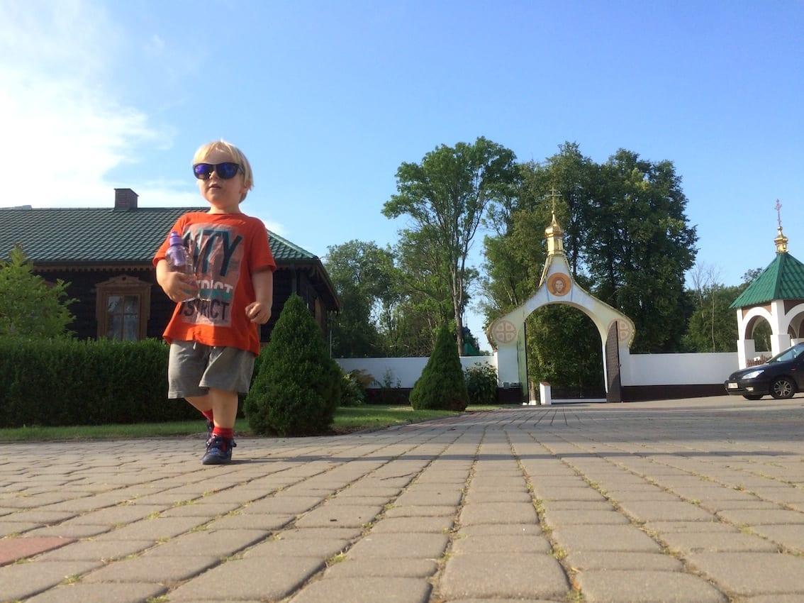 Chruczek buszuje w klasztorze prawosławnym w Jabłecznej.