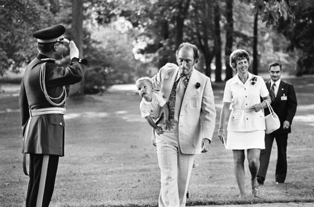 Pierre Trudeau z synem – Justinem.