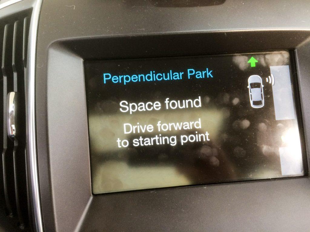 Asystent parkowania znalazł nam miejscówkę