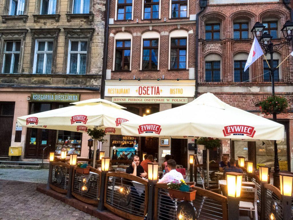 Kawiarnie na toruńskim rynku. Znaleźć tu można nawet jedyną osetyńską restaurację w Polsce.