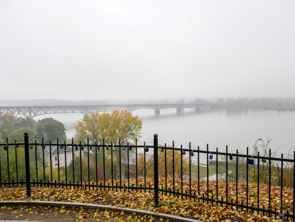 Skarpa wiślana i widok na Most im. Legionów Piłsudskiego.