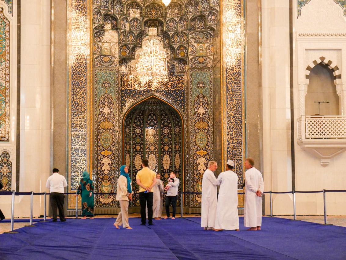 Największy meczet, jest klimatyzowany. Nic dziwnego, bo Oman to kraj bogaty.
