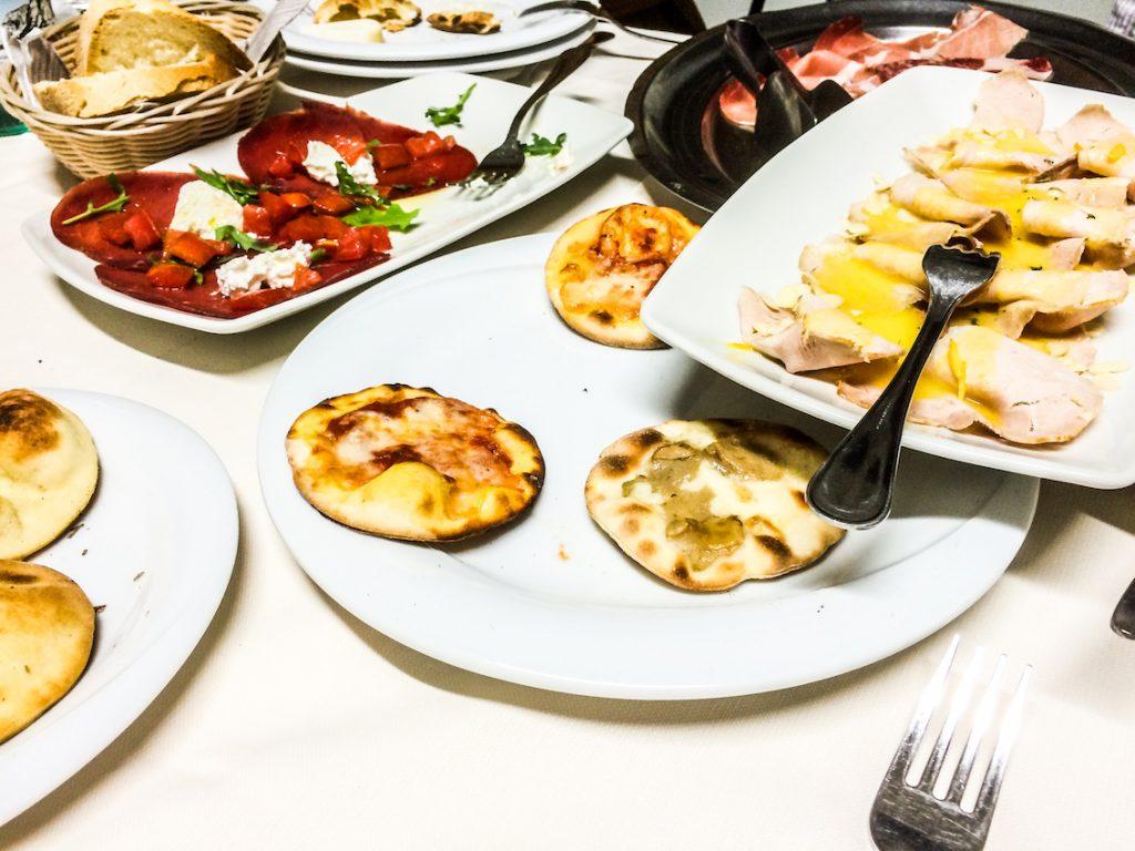 Pizza jest z Neapolu, ale pizzettę zna też włoska kuchnia w Marche.