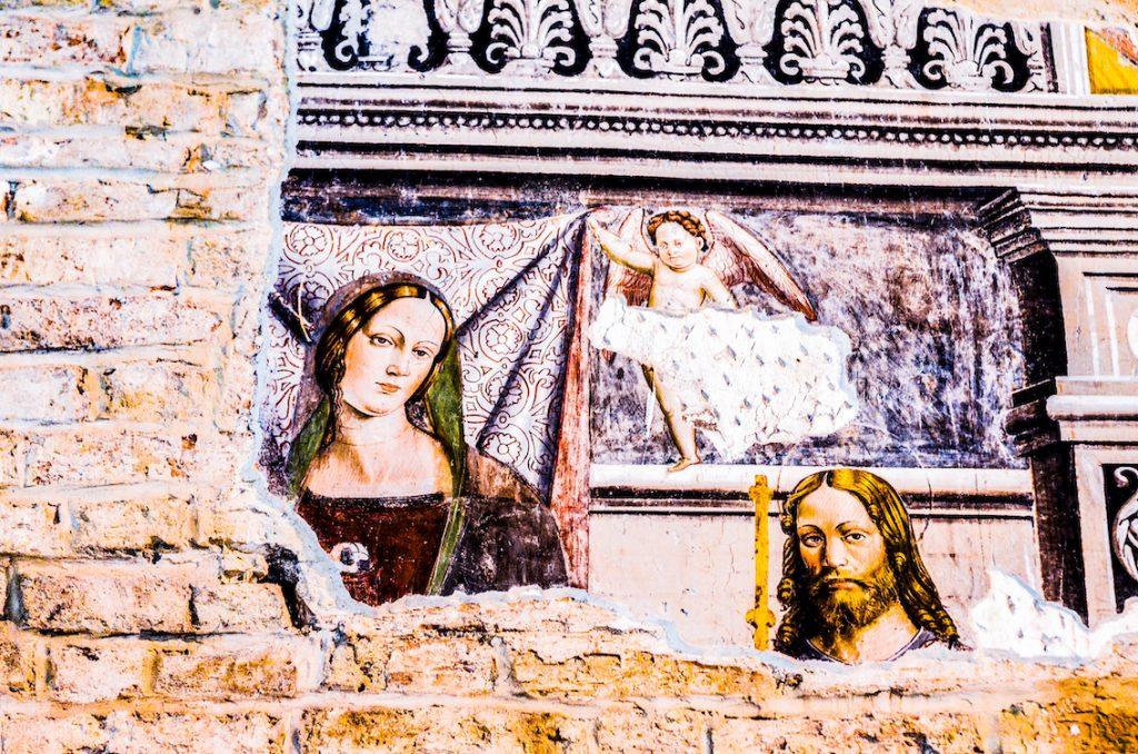 Marche to nie tylko włoska kuchnia. Freski w kościele w Offidzie.