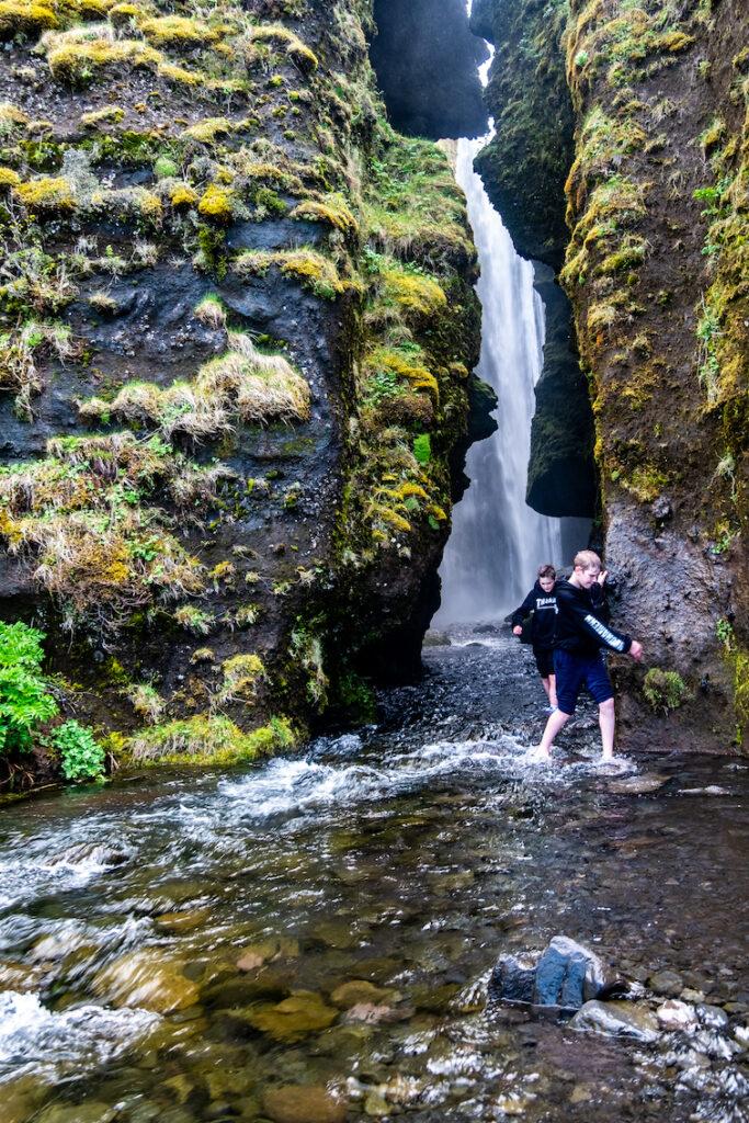 Ukryty wodospad obok Seljlandsfoss