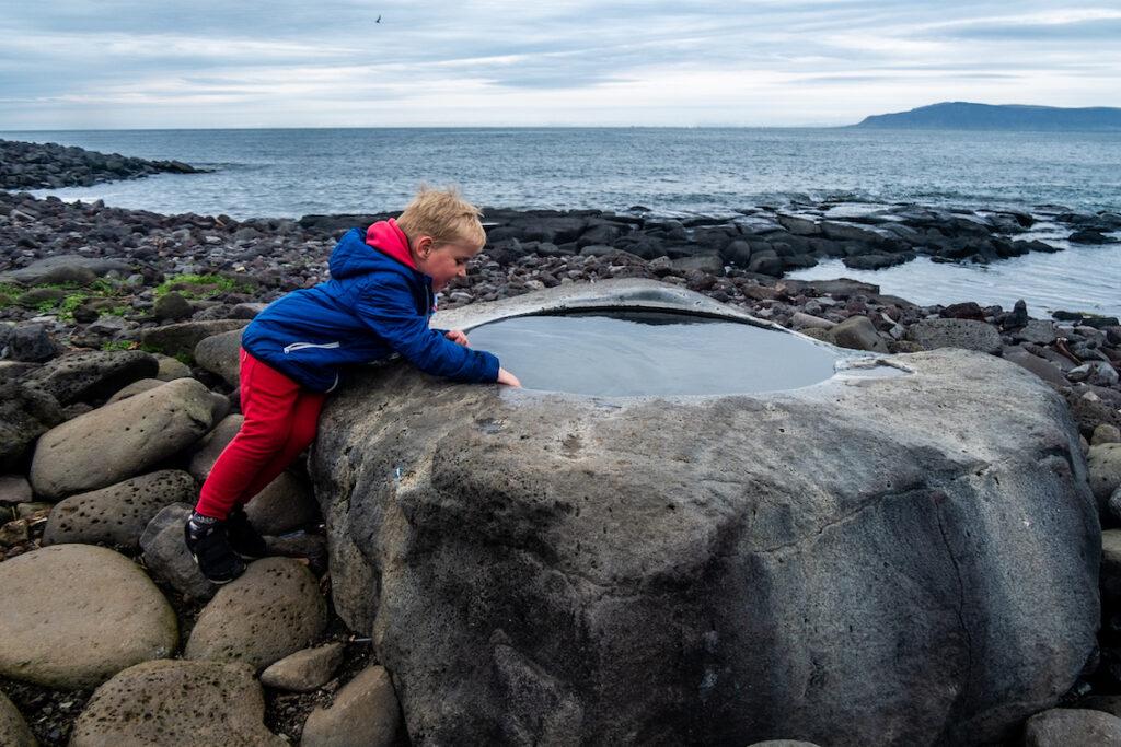 Pod Reykajvikiem najmniejszy basen na Islandii.