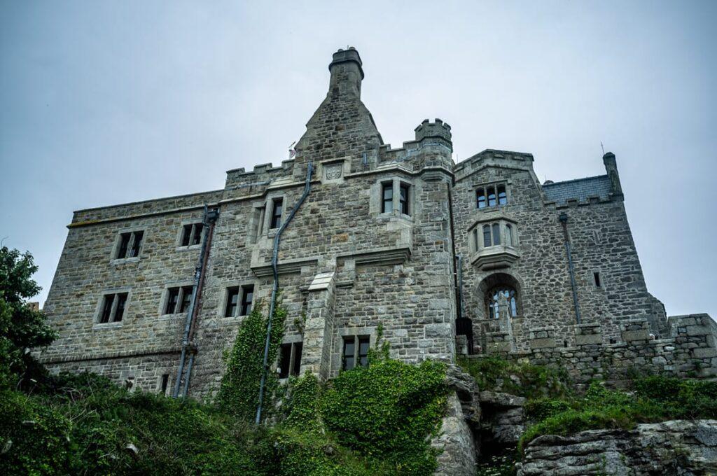 Zamek jest pod opieką brytyjskiego National Trust.