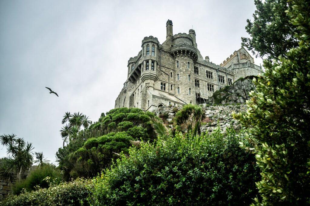 Zamek – widok z ogrodów.