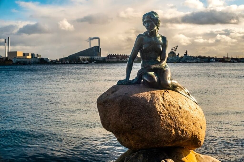 Mała Syrenka na nabrzeżu, Kopenhaga.