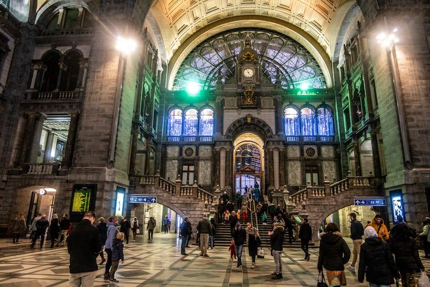 Dworzec w Antwerpii to prawdziwe dzieło sztuki.