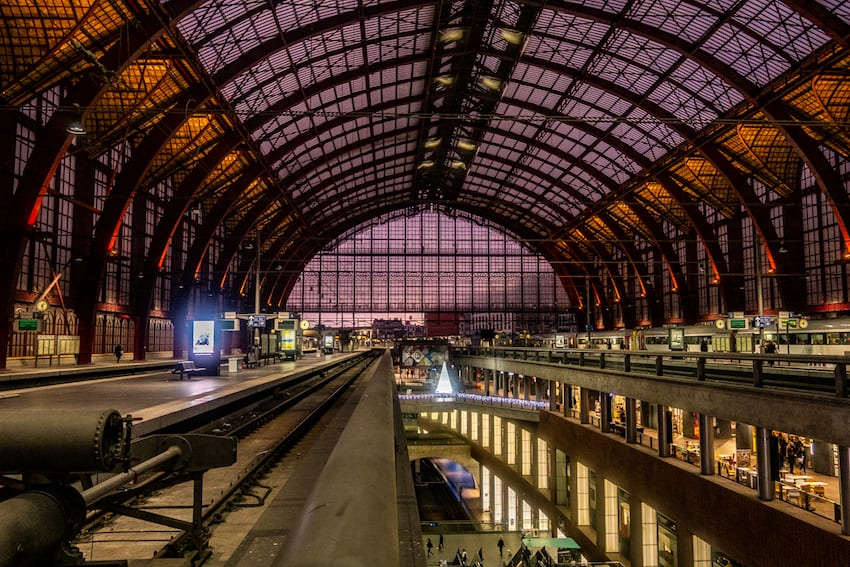 Hala dworca Antwerpen Centraal.