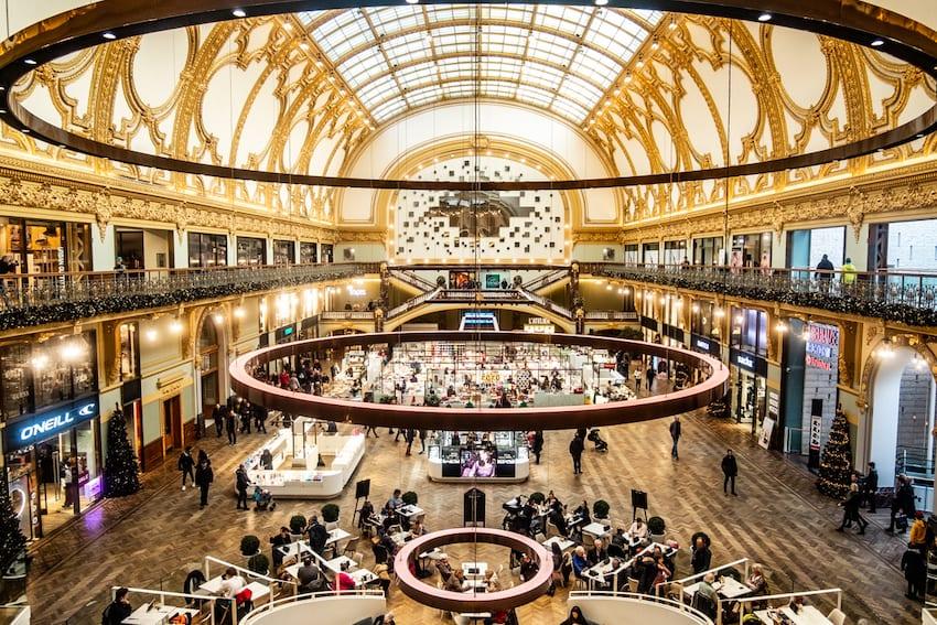 Stadsfeestzaal – złote centrum handlowe w Antwerpii.