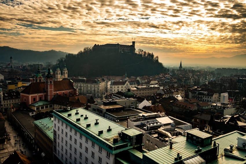 Neboticznik – widok na Ljubljanę z tarasu kawiarni.