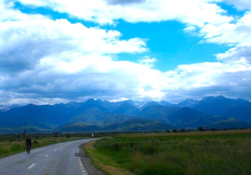 Trasa Transfogarska w Rumunii przechodzi przez najwyższe pasmo górskie.