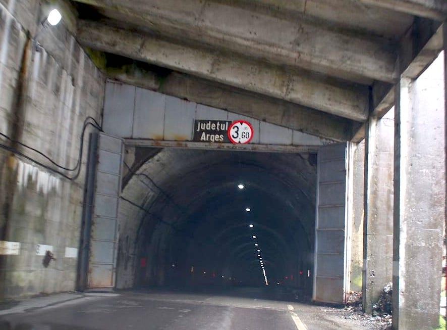 Trasa transfogarska tunel pod szczytem